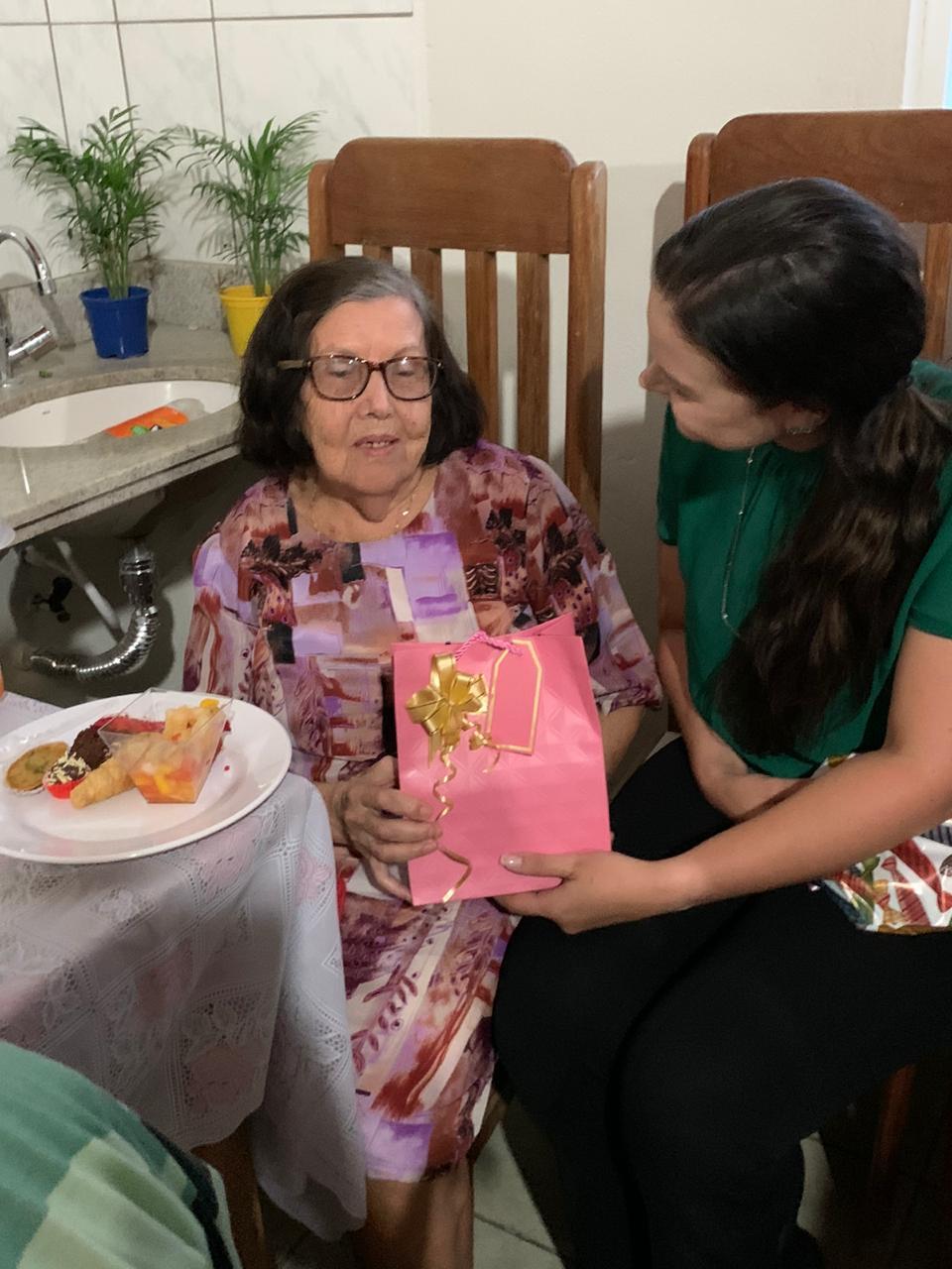 Iniciativa de equipe do PSF do São João leva alegria para idosos de SJE