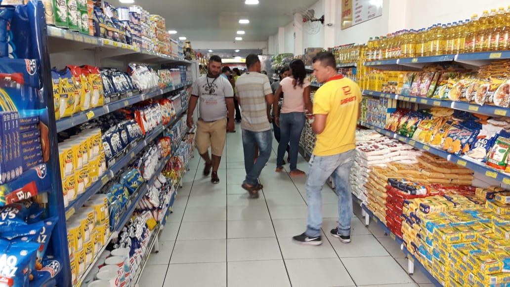 População egipcienses tem nova opção de supermercado para comprar barato