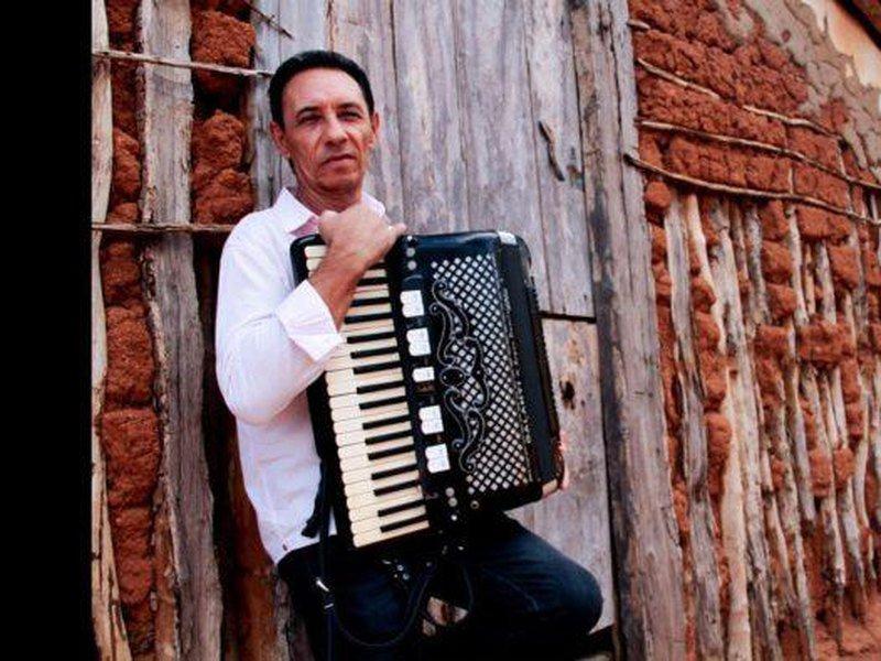 Morreu o cantor Dejinha de Monteiro