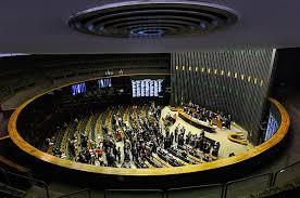 Congresso aprova relatório que tira R$ 1,7 bilhão de saúde e educação para inflar fundo eleitoral