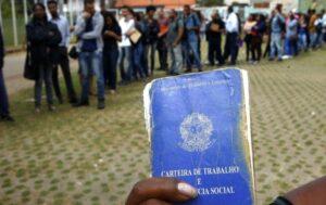 Desemprego cai em novembro, mas Brasil ainda tem quase 12 milhões de desempregados