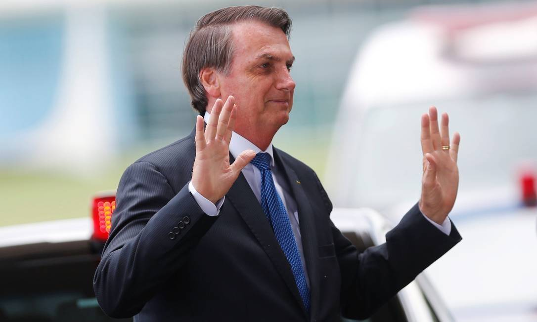 Bolsonaro chama Paulo Freire de 'energúmeno' e diz que TV Escola 'deseduca'