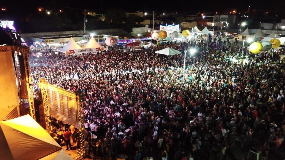 Mais de 10 mil na primeira noite da 155ª Festa de Reis de SJE