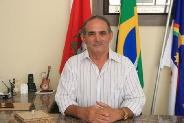 """""""Nunca diga dessa água não beba,"""" disse o prefeito de Tabira quando perguntado se pode sair candidato a deputado"""