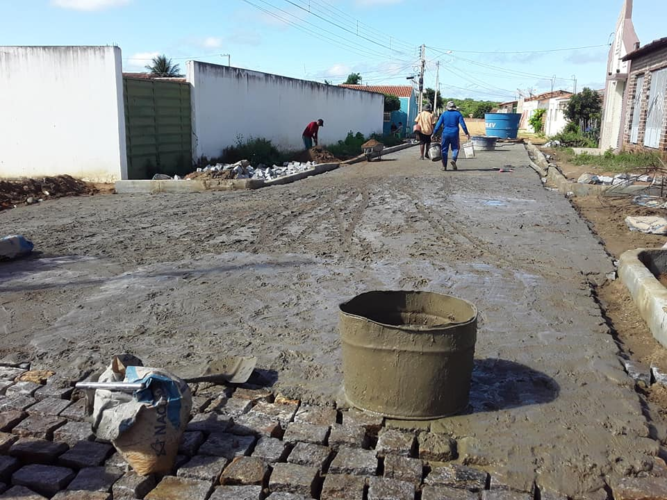 Distrito de Riacho do Meio está recebendo pavimentação em 4 ruas
