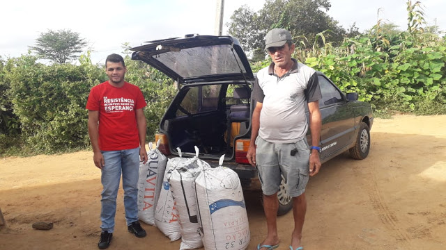 Agricultor de Santa Terezinha doa sacas de feijão para mais necessitados