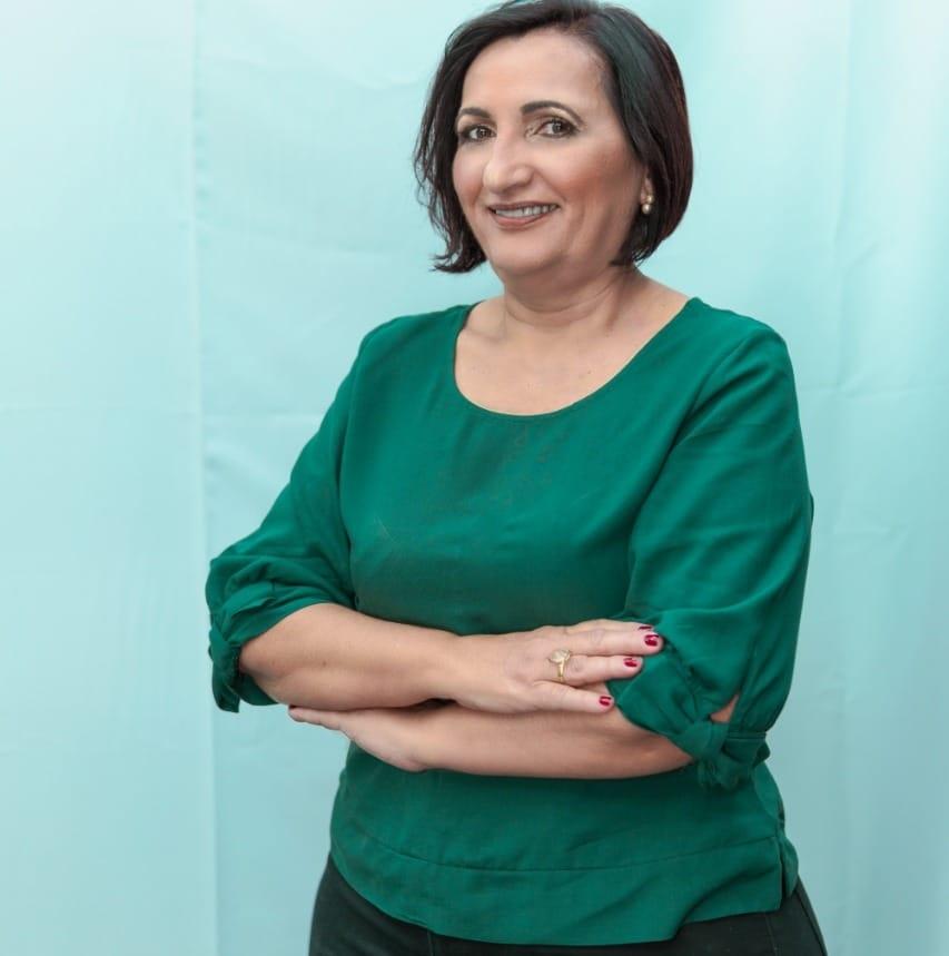 Professora Roseane Borja confirmar convenção para esta terça (15)