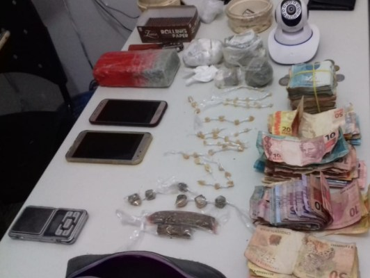 Polícia realiza operação prende traficante, dinheiro e drogas em Brejinho-PE
