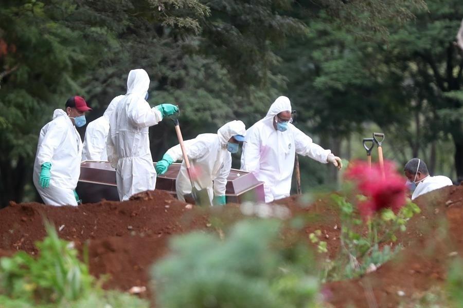 Brasil chega a 200 mil mortes por Covid-19 sem vacina e sob risco de repetir piores momentos da pandemia