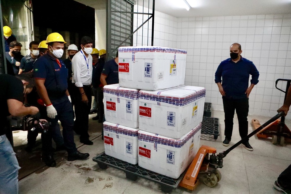 Pernambuco recebe 84 mil doses da vacina de Oxford contra Covid-19