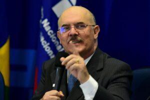 Ministro da Educação garante realização do Enem e diz que minoria quer adiamento