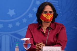 Brasil teve 105 mil denúncias de violência contra mulher em 2020; pandemia é fator, diz Damares