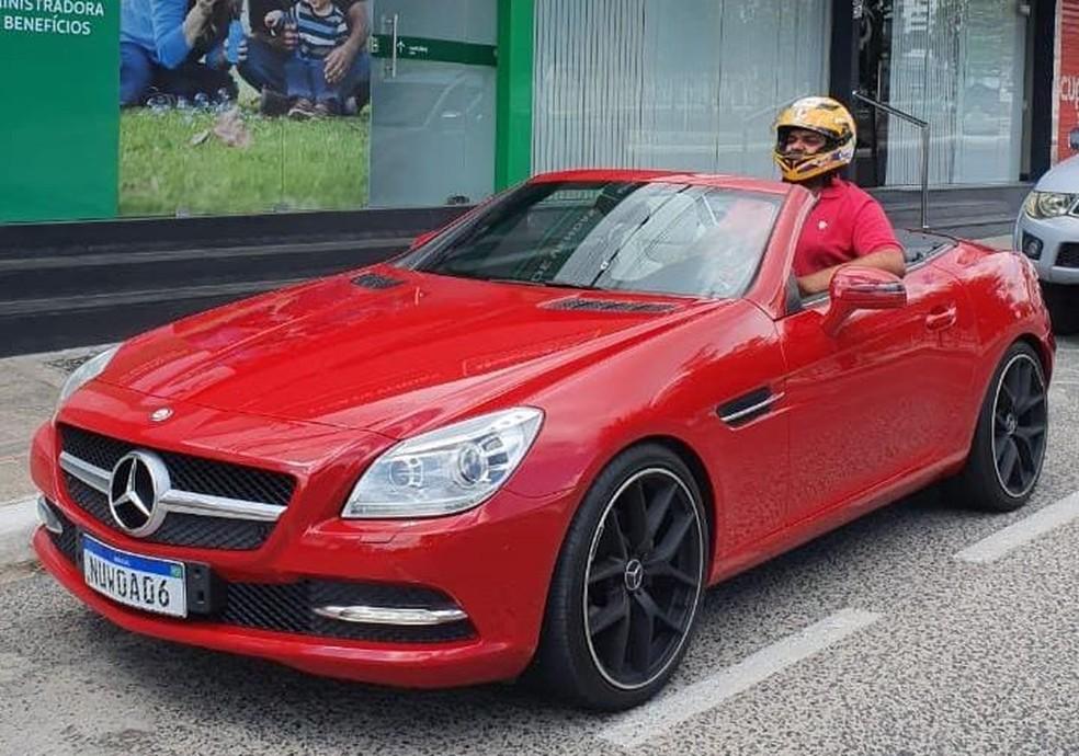 Paraibano compra carro de luxo, 'não cabe' no veículo, e viraliza na web