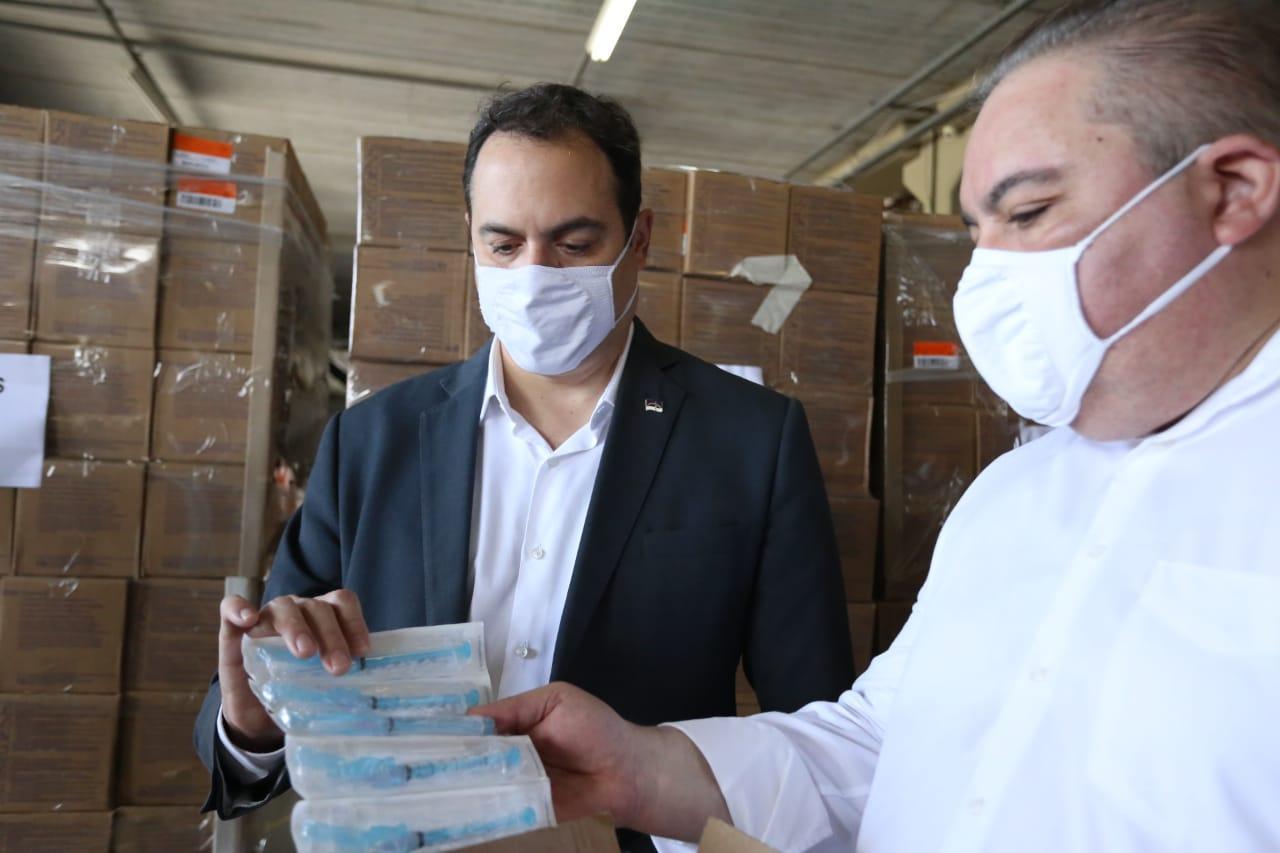 Com alta da covid-19, Paulo Câmara pega 'carona' em licitações de outros estados para comprar mais 229 respiradores para UTIs