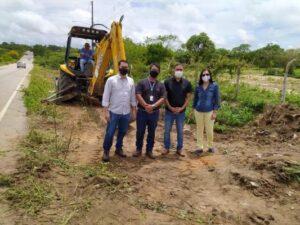 Depois de levantamento topográfico, ramal da adutora que vai levar água para Brejinho tem trabalhos de escavação