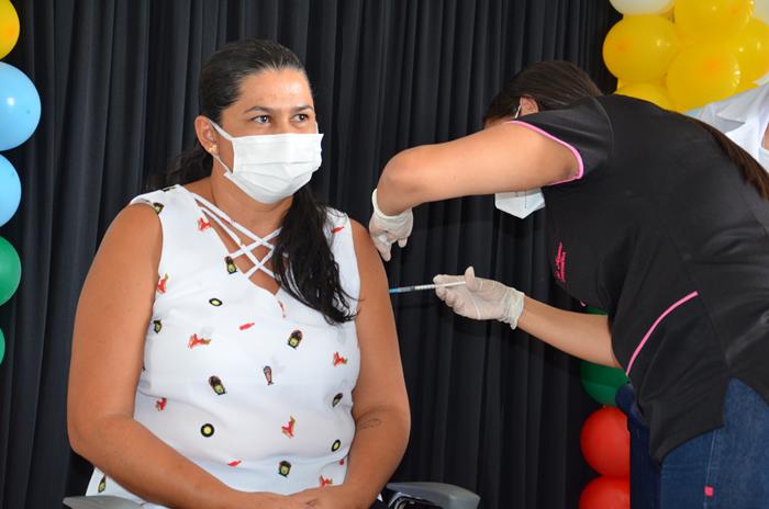 Ouro Velho dá início a vacinação dos profissionais da educação
