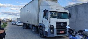 Caminhão roubado com carga de papelão é recuperado pela Polícia