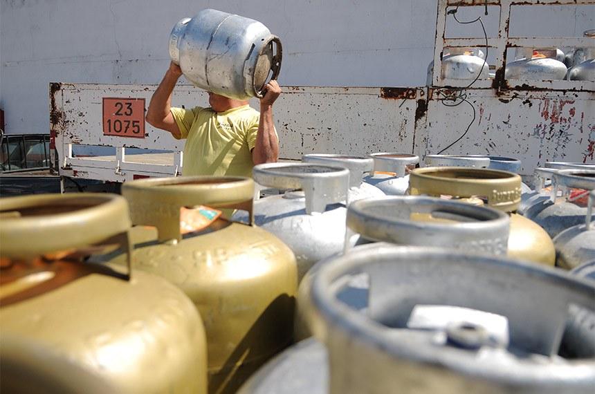 Senado aprova MP que aumenta tributos dos bancos para desonerar diesel e gás