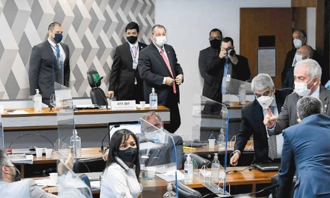 CPI acredita ter indícios de que autoridades sabiam de irregularidades em negociações para compra de vacina