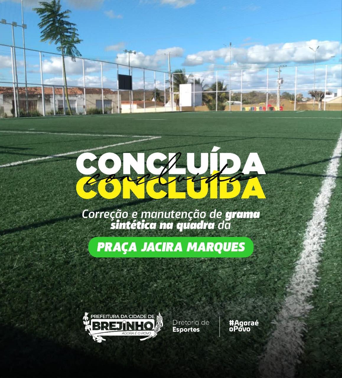 Prefeitura de Brejinho fez reparos em gramado sintético em quadra da Praça Jacira Marques