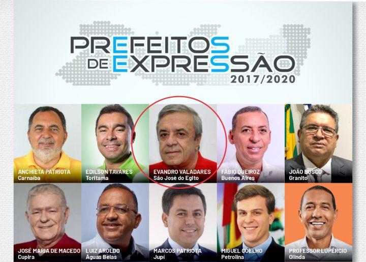 Evandro Valadares entre os prefeitos expressão de Pernambuco
