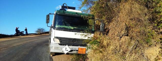 Novo acidente com caminhão é registrado na Serra de Teixeira