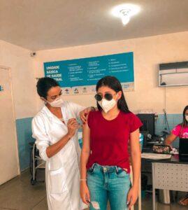 São José do Egito começou vacinar adolescentes entre 14 e 17 anos nesta segunda (30)