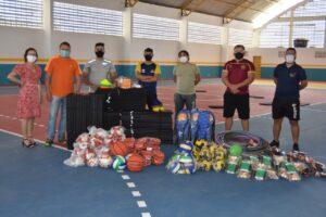Prefeitura de São José do Egito entrega kits esportivos para escolas da rede municipal