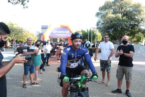 Ciclista do Pajeú começou desafio que vai leva-lo a 9 países da América Latina