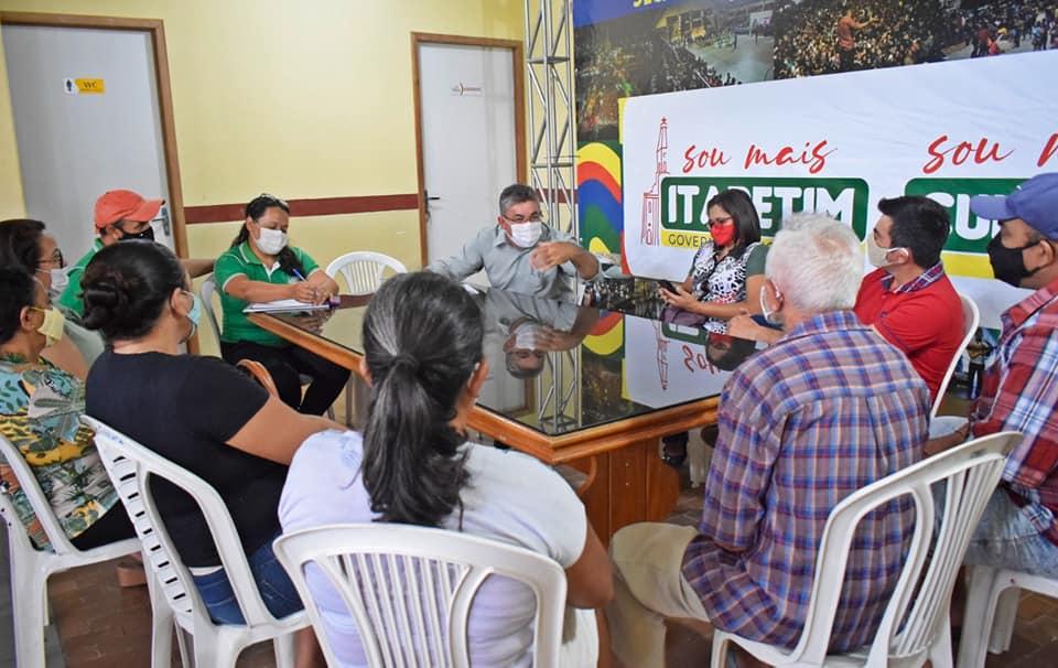 Secretaria de Cultura de Itapetim reúne artesãos para discutir feira e apoio